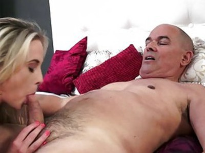 Vinna Reed wont say no to an old cock