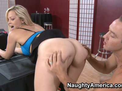 Smexy blonde Alexis Texas likes missionary style.