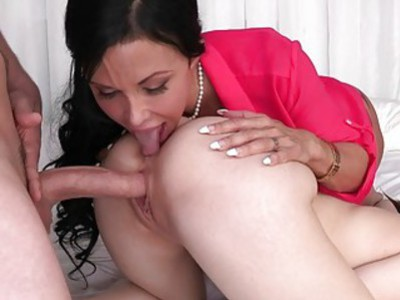 Horny MILF Jewels Jade nasty 3some sex