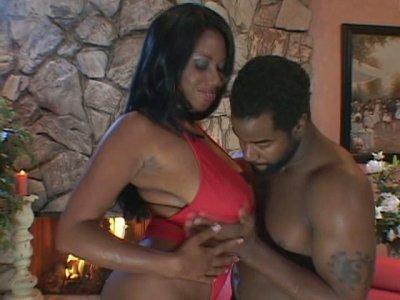 Hot black sex queen Candice Von fucks on her first date
