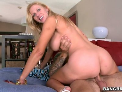 Full figured blonde MILF Holly gets a cute pearl necklace