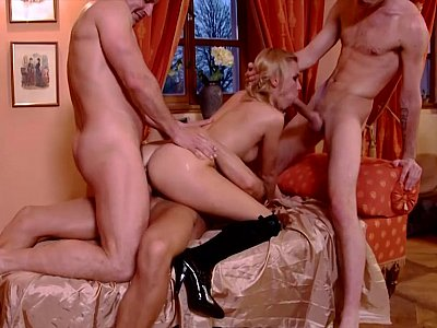 Wild female engaged in double penetration foursome