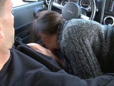 Hungry slut Kandi Milan blows Brec Boyd's dick in the car