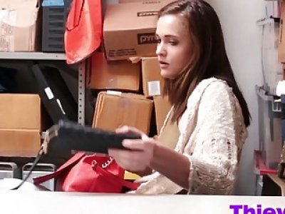 Thieves Sienna And Peyton Give Head In Office